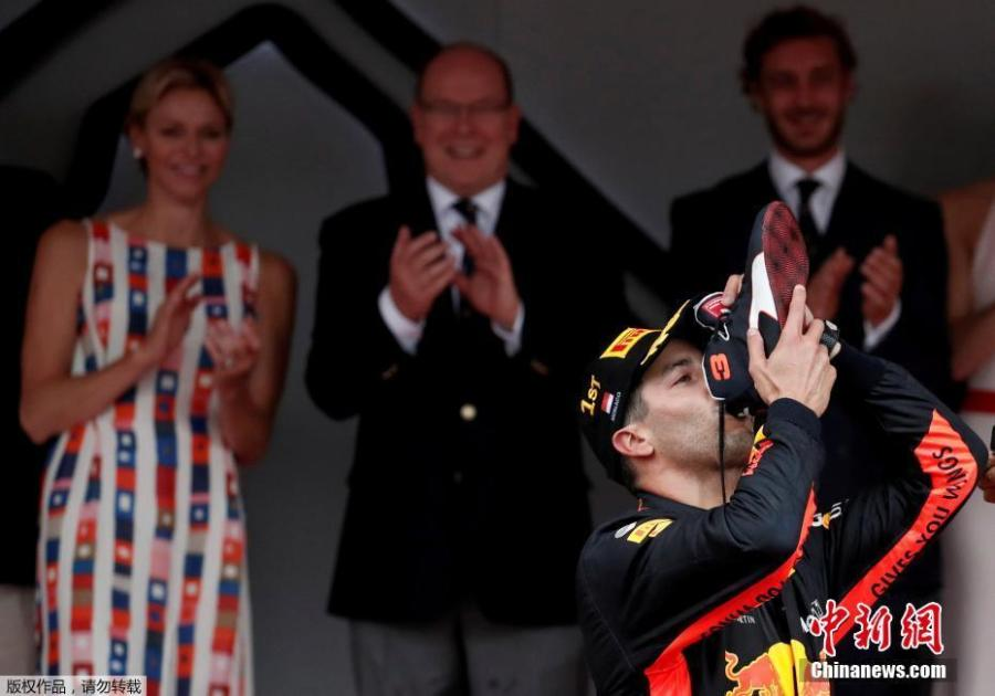 Red Bull\'s Daniel Ricciardo celebrates winning the F1 Monaco Grand Prix in Monte Carlo, Monaco, May 27, 2018. (Photo/Agencies)
