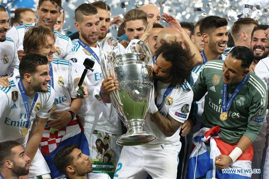 Marcelo (C) of Real Madrid kisses the trophy after the UEFA Champions League final match between Liverpool and Real Madrid in Kiev, Ukraine on May 26, 2018. Real Madrid claimed the title with 3-1. (Xinhua/Sergey)