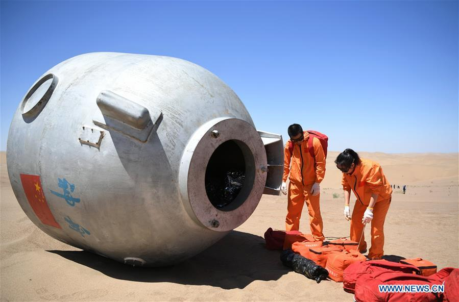 Taikonauts Wang Yaping (R) and Chen Dong participate in a wilderness survival training in the Badain Jaran Desert in northwest China\'s Gansu Province, May 22, 2018. Fifteen Chinese taikonauts have just completed desert survival training deep in the Badain Jaran Desert near Jiuquan Satellite Launch Center in northwest China. Organized by the Astronaut Center of China (ACC), the program was designed to prepare taikonauts with the capacity to survive in the wilderness in the event their re-entry capsule lands off target. (Xinhua/Chen Bin)