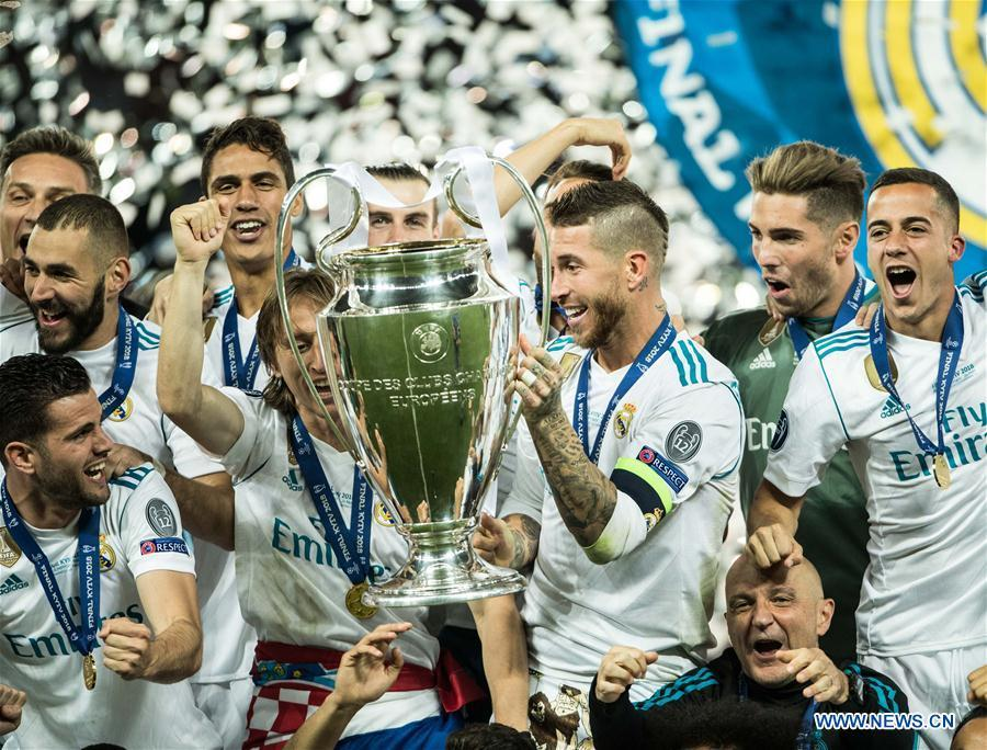 Sergio Ramos (C) of Real Madrid holds the trophy after winning the UEFA Champions League final match between Liverpool and Real Madrid in Kiev, Ukraine on May 26, 2018. Real Madrid claimed the title with 3-1. (Xinhua/Wuzhuang)