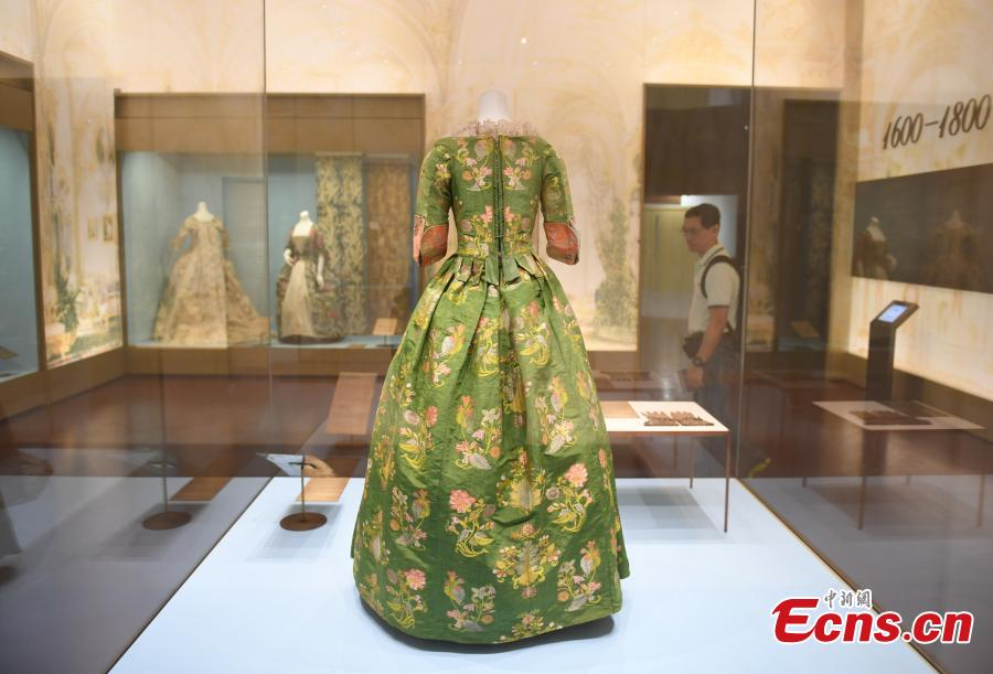 A Western dress made 300 years ago is on display in Hangzhou City, East China's Zhejiang Province, May 27, 2018. (Photo: China News Service/Wang Gang)