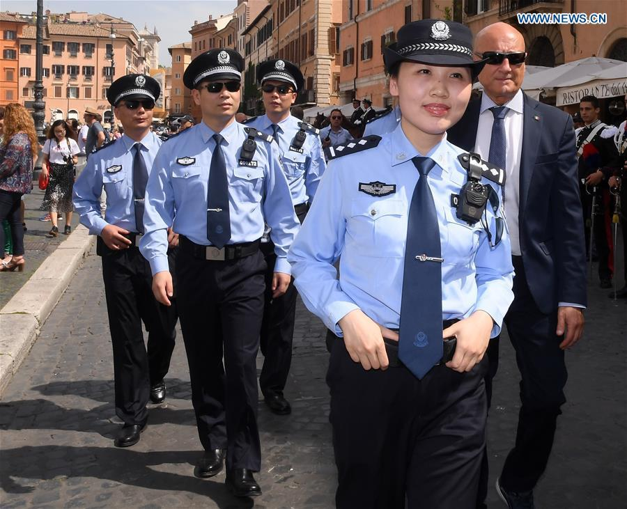 Chinese police officers attend a ceremony held to symbolically mark the start of the third year of law enforcement cooperation between China and Italy in Rome, Italy, on May 28, 2018. Police officers and dignitaries from China and Italy -- as well as hundreds of photo-snapping passersby -- were in Rome\'s picturesque Piazza Navona Monday for the ornate ceremony. (Xinhua/Alberto Lingria)
