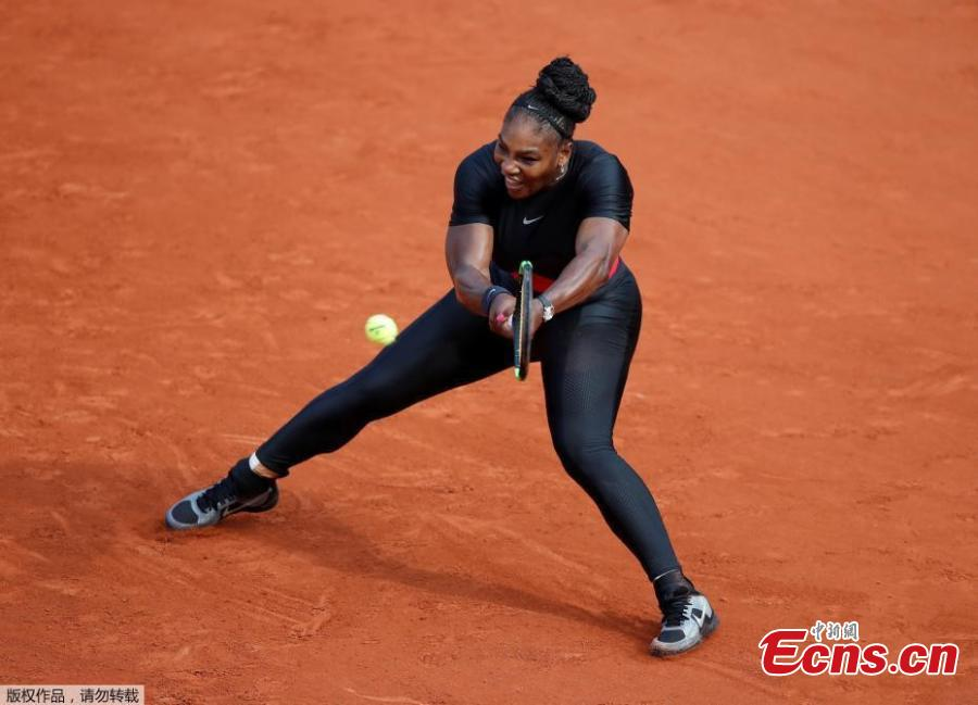 Serena Williams of the U.S in action during her match against Czech Republic\'s Kristyna Pliskova in the first round of the French Open in Paris, France on May 29, 2018, her first Grand Slam appearance since the Australian Open in 2017, when she won it while pregnant with daughter Alexis Olympia. (Photo/Agencies)