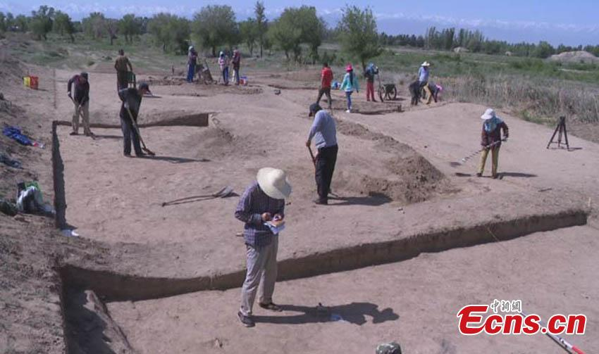 A view of the excavation at the Beiting ancient ruins in Jimsar County, Northwest China's Xinjiang Uygur Autonomous Region. Archeologists from the CASS Institute of Archeology have found city walls built in different periods, a coin from the Tang Dynasty (618-907), horse bones, armor remains and other relics, media reported on May 29. (Photo: China News Service/Ma Dejun)