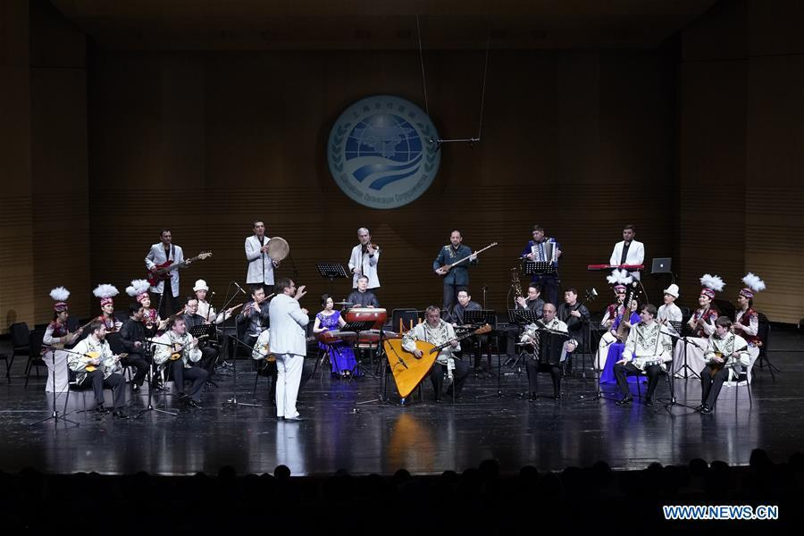 Musicians play a Russian folk song at the Shanghai Cooperation Organization (SCO) Art Festival in Beijing, capital of China, May 30, 2018. The festival opened here on Wednesday and will last until Friday. (Xinhua/Shen Bohan)
