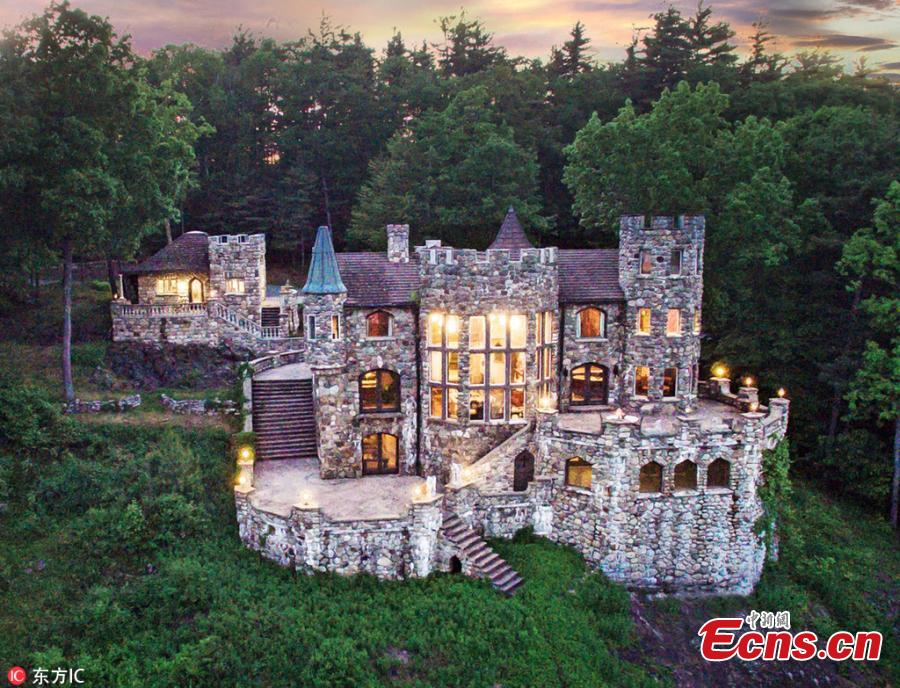 John Alexander Lavender II has built a castle, known as Highlands Castle, in Bolton, Landing, New York, to keep a promise he made to his then 3-year-old son in 1978. The huge mountainside home, with a whopping price tag of $12.8 million, offers stunning views over glimmering Lake George below. (Photo/IC)