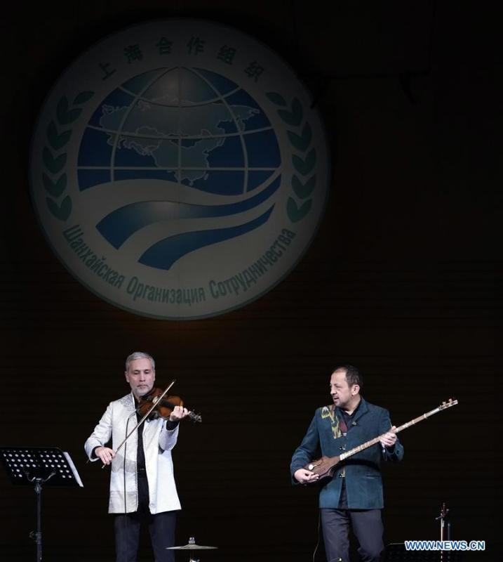 Uzbek musicians perform at the Shanghai Cooperation Organization (SCO) Art Festival in Beijing, capital of China, May 30, 2018. The festival opened here on Wednesday and will last until Friday. (Xinhua/Shen Bohan)