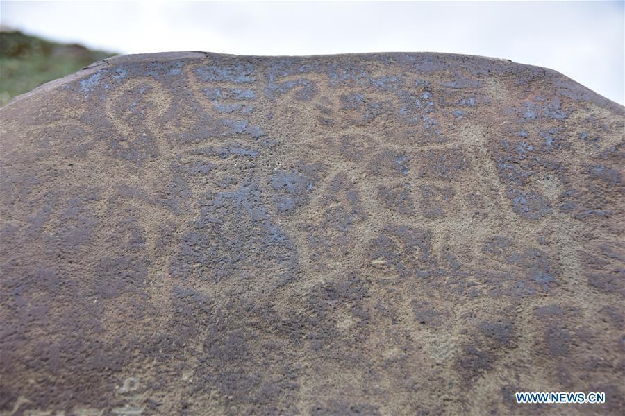 Photo taken on May 29, 2018 shows the rock paintings discovered in Bailong Village of Yushu Tibetan Autonomous Prefecture, northwest China\'s Qinghai Province. Rock paintings over 2,000 years old, depicting animals, human figures, nature and constellations, have been found in the Tibetan prefecture in Qinghai Province. (Xinhua/Tian Wenjie)