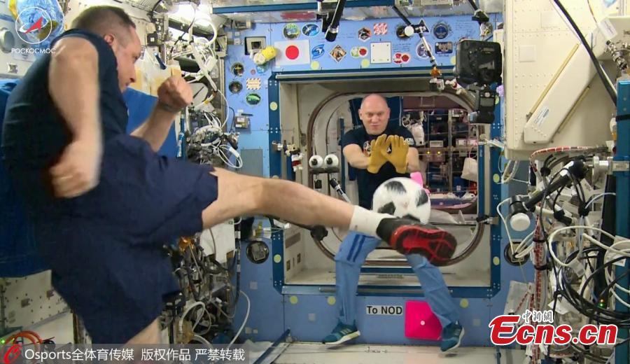 Russian cosmonauts Anton Shkaplerov and Oleg Artemyev have demonstrated their zero-gravity football skills in a cosmic kickabout at the International Space Station (ISS). In a video released by Russian state space agency Roscosmos, the pair took it in turns to fire gravity-defying shots at each other in an orbital training session in honor of the upcoming World Cup in Russia. (Photo/Agencies)
