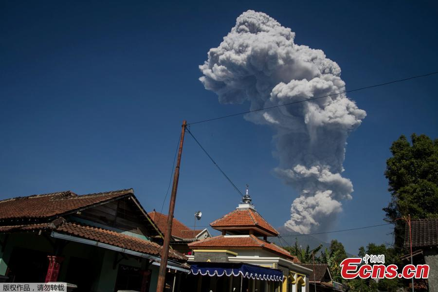 Mount Merapi volcano erupts in Magelang, Central Java, Indonesia June 1, 2018. The volcano spewed ash reaching up to 6,000 meters. Officials have advised people to stay outside a 3-kilometer radius of Merapi's peak. (Photo/Agencies)