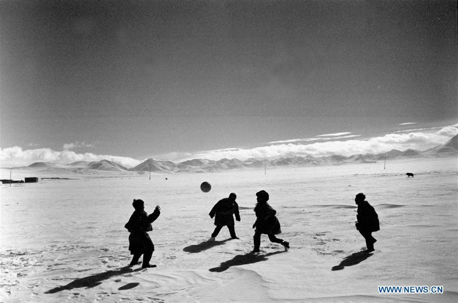 In this file photo issued on Feb. 10, 1990, children play a ball game at a boarding school in southwest China\'s Tibet Autonomous Region. As China celebrates the International Children\'s Day, there arises the occasion for grown-ups to think back over the joys of childhood. With the evolution of technology and lifestyle, children are exposed to a wider range of entertainment. Nevertheless, joy would remain a childhood motif no matter how its forms change with time. (Xinhua/Ma Jingqiu)