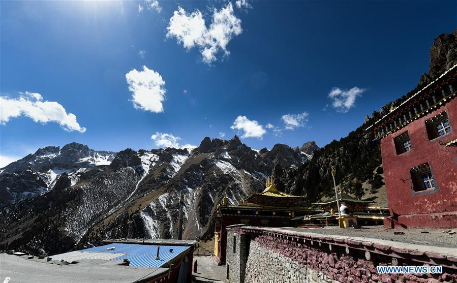 Photo taken on March 15, 2018 shows the Dana Temple in Yushu Tibetan Autonomous Prefecture, northwest China\'s Qinghai Province. Dana Temple is closely related to the Epic of King Gesar and preserves a number of relevant relics. (Xinhua/Wu Gang)
