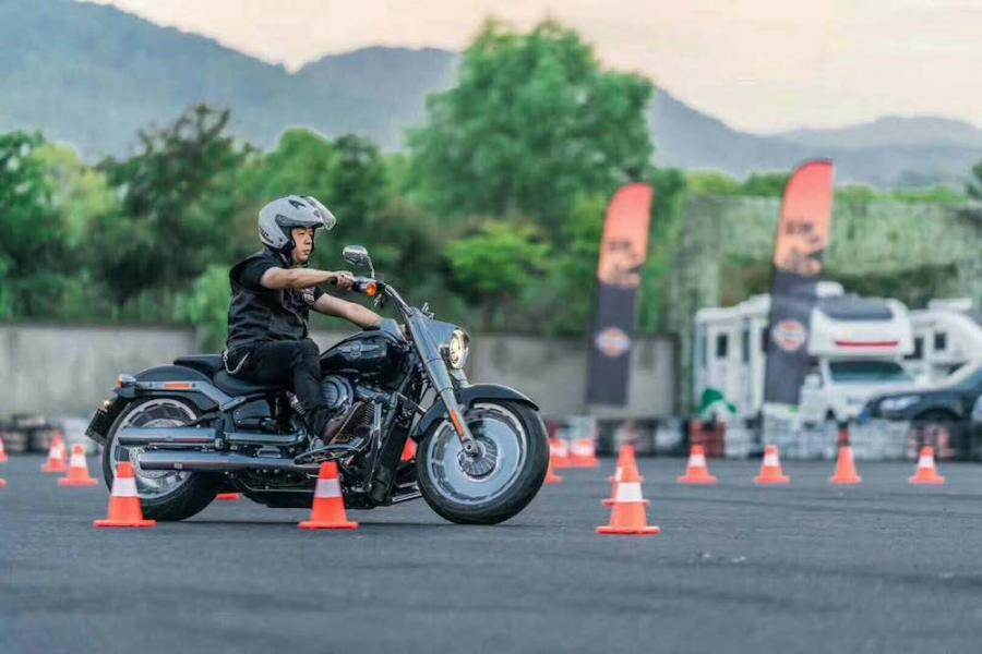Riders on Harley-Davidson motorcycles parade through an auto park in Chengdu City, Southwest China's Sichuan Province, June 3, 2018. More than 100 participants rode Harley-Davidson motorcycles for the second stop of the 2018 Freedom Tour. (Photo: China News Service/Zhong Xin)