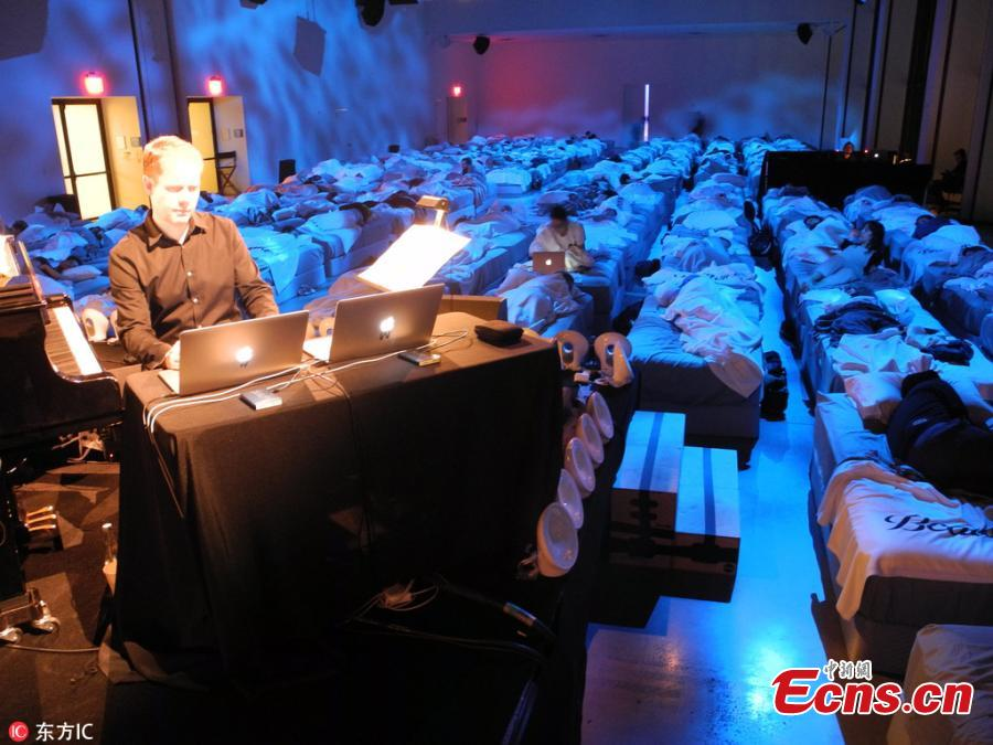 British musician Max Richter has bought his 8-hour masterpiece Sleep to New York City. The performance is scientifically designed to help the audience doze. For the concert's New York debut, 160 Beautyrest mattresses and beds were wheeled into the downtown's Spring Studios. (Photo/IC)