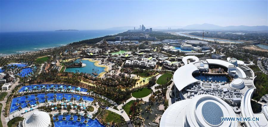 Stitched photo taken on Feb. 17, 2018 shows a hotel in Sanya, south China\'s Hainan Province. Hainan aims to be an international tourism consumption center. (Xinhua/Guo Cheng)