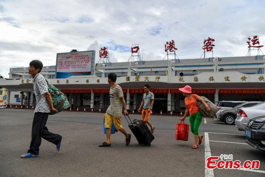 Photo taken on June 4, 2018 shows passenger ships across the Qiongzhou Strait, between Hainan and Guangdong, were halted due to an approaching typhoon, the fourth one this year. Local weather authorities said the passenger ships could resume after June 8. (Photo: China News Service/Luo Yunfei)