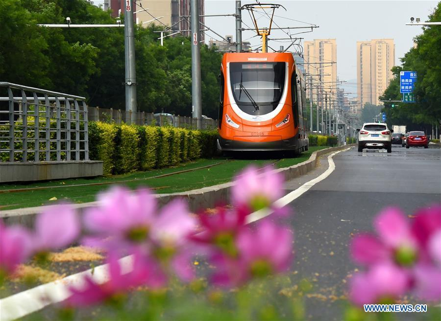 A streetcar runs on a street in Qingdao, east China\'s Shandong Province, June 4, 2018. The 18th Shanghai Cooperation Organization (SCO) Summit is scheduled for June 9 to 10 in Qingdao. (Xinhua/Li Ziheng)