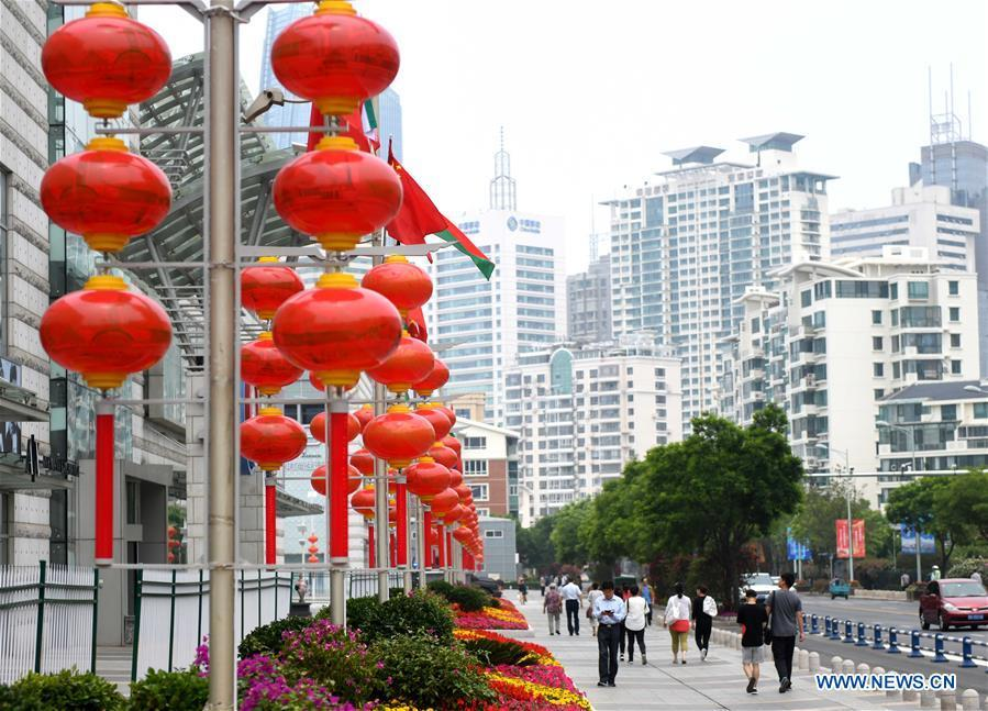 Photo taken on June 4, 2018 shows red lanterns in Qingdao, east China\'s Shandong Province. The 18th Shanghai Cooperation Organization (SCO) Summit is scheduled for June 9 to 10 in Qingdao. (Xinhua/Zhu Zheng)