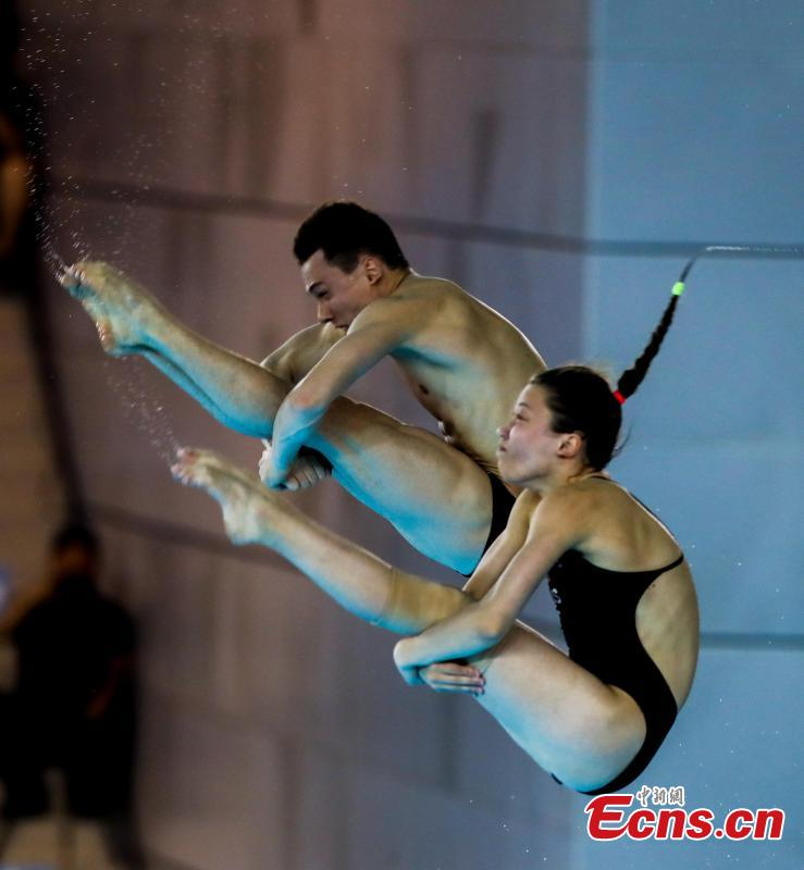 Canadian divers compete in the mixed 10-meter synchronized platform at the FINA Diving World Cup in Wuhan City, Central China's Hubei Province, June 4, 2018. (Photo: China News Service/Zhang Chang)