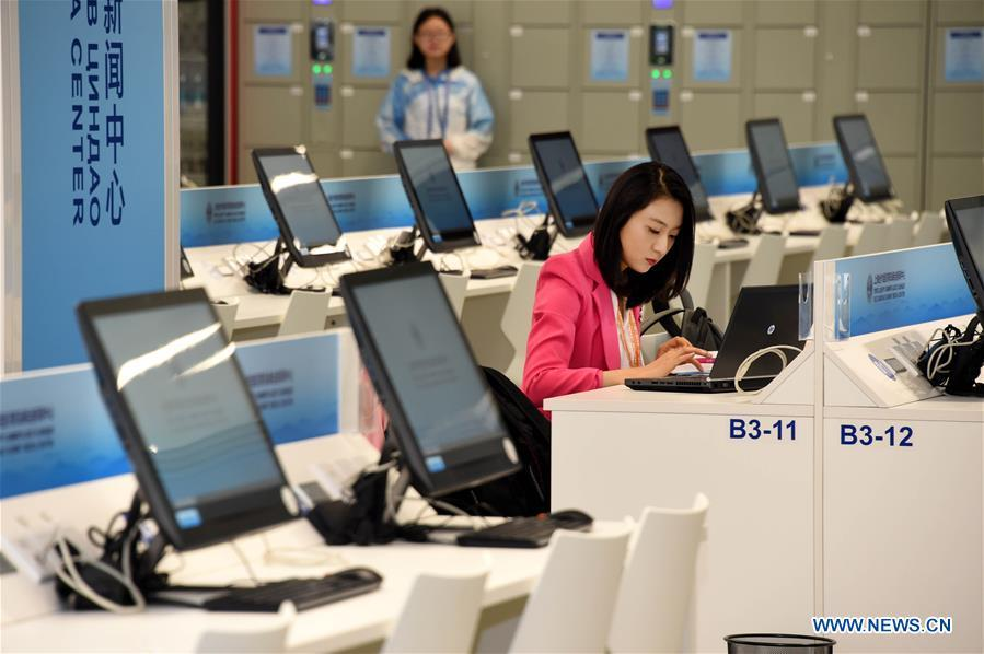 A journalist works at the Media Center of the Shanghai Cooperation Organization (SCO) Qingdao Summit in Qingdao, east China\'s Shandong Province, June 6, 2018. The media center of the summit will open to journalists from home and abroad from June 6 to 11. (Xinhua/Li Ziheng)