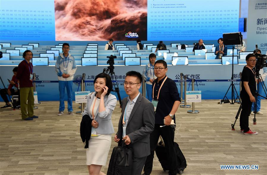 Journalists do preparation work at the Media Center of the Shanghai Cooperation Organization (SCO) Qingdao Summit in Qingdao, east China\'s Shandong Province, June 6, 2018. The media center of the summit will open to journalists from home and abroad from June 6 to 11. (Xinhua/Li Ziheng)