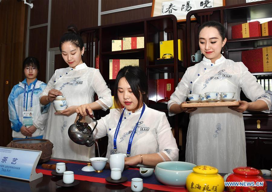 Photo taken on June 6, 2018 shows a tea art show at the media center for the 18th Shanghai Cooperation Organization (SCO) Summit in Qingdao, east China\'s Shandong Province. (Xinhua/Li Ziheng)