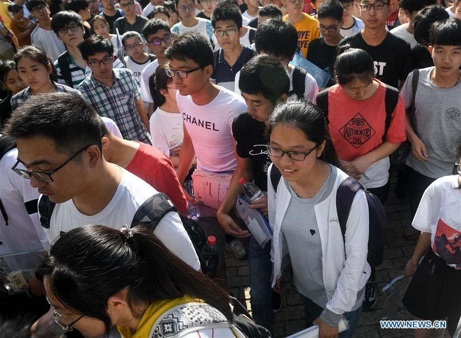Examinees enter an exam venue at Hefei No. 8 Middle School in Hefei, capital of east China\'s Anhui Province, June 7, 2018. About 9.75 million students have registered for the national college entrance examination, which takes place from June 7 to 8. (Xinhua/Zhang Duan)