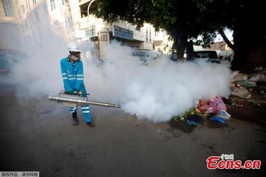Public health workers spray insecticide amid fears of a new cholera outbreak in Sanaa, Yemen, June 7, 2018. Yemen's rainy season will likely trigger another wave of cholera, putting millions at risk in the war-torn country, which is still reeling from one of the world's worst outbreaks of the killer disease, scientists warned in May. (Photo/Agencies)