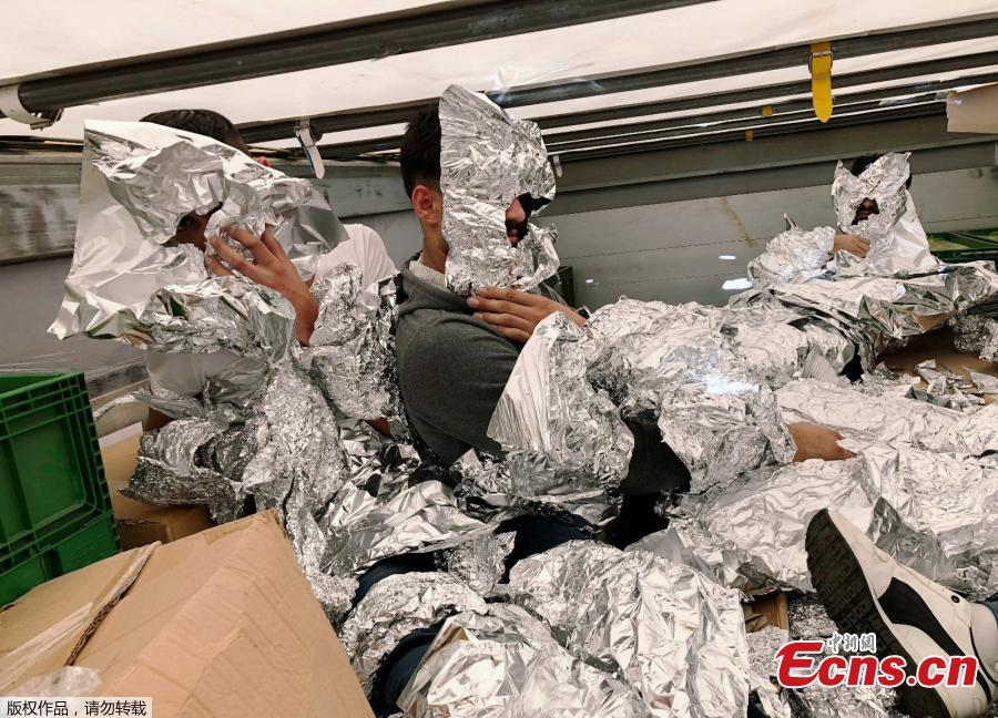 Photo taken on June 6, 2018 shows customs enforcement officers in Istanbul's Pendik port have caught undocumented migrants, wrapped in aluminum foil to hide from x-ray detectors, on an 18-wheel truck en route to Italy. (Photo/Agencies)
