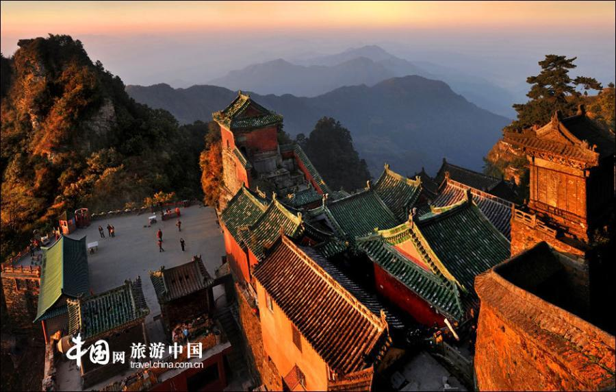 Located in southwest of Danjiangkou City, Wudang Mountain, also known as Taihe Mountain, is both a famous scenic spot and a holy site of Taoism, China\'s indigenous religion.  (Photo/China.org.cn)
