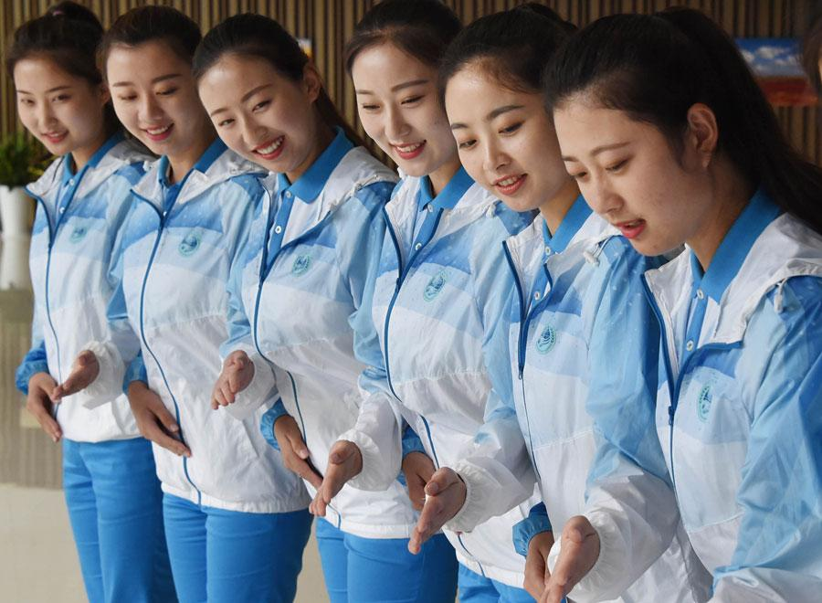 Volunteers are being trained for the 18th Shanghai Cooperation Organization Summit in Qingdao, Shandong province, on Friday. [Photo by Feng Yongbin/China Daily]  \