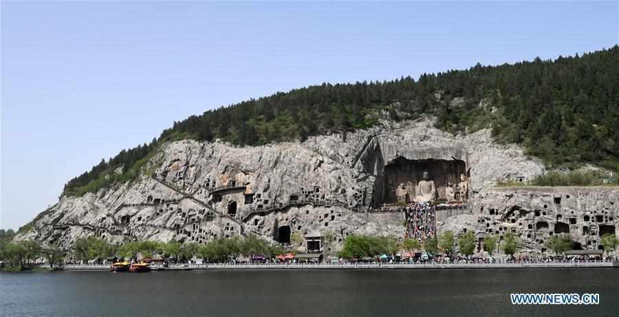 Tourists visit the Longmen Grottoes in Luoyang, central China\'s Henan Province, April 17, 2017. The Longmen Grottoes has entered into tourist rush season. (Xinhua/Zhu Xiang)