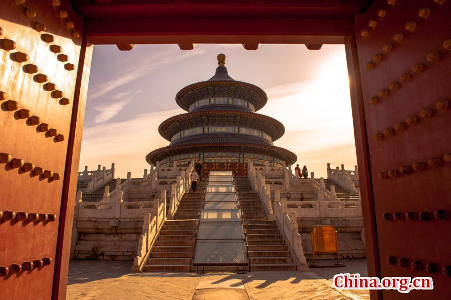 The Temple of Heaven in the southern part of Beijing is China\'s largest existing complex of ancient sacrificial buildings. Occupying an area of 273 hectares, it is three times the area of the Forbidden City. Photo: China.org.cn/Feng Jun)