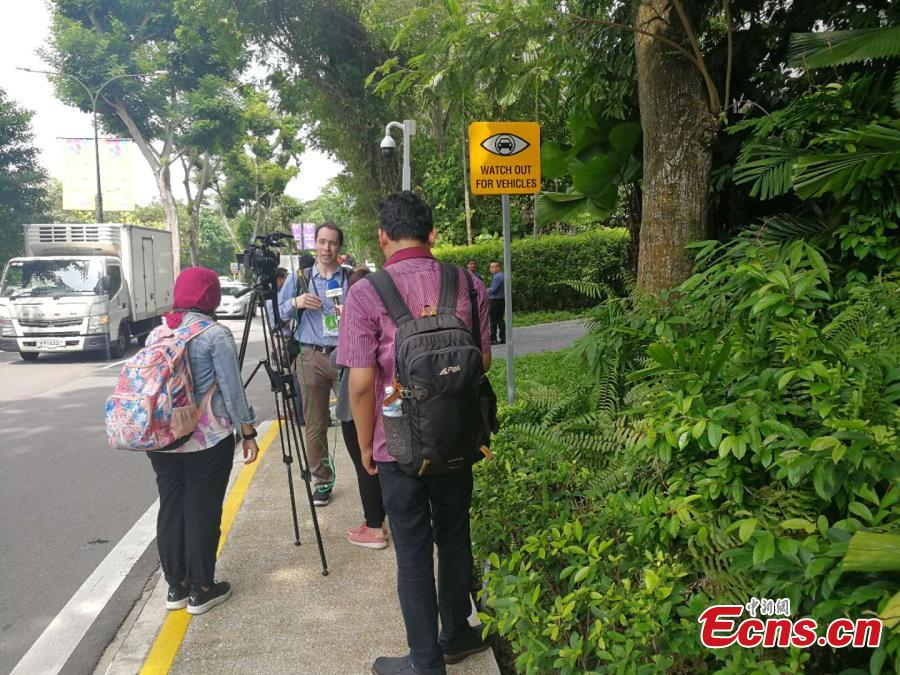 Reporters are seen near the Capella Resort on Sentosa Island, Singapore, June 10, 2018. The summit between United States President Donald Trump and Democratic People\'s Republic of Korea supreme leader Kim Jong-un will be held at the Capella Resort. (Photo: China News Service/Xu Fangqing)