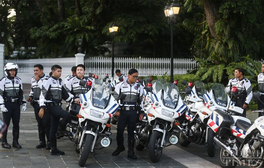 Police gather outside the Istana, the official residence and office of the President of Singapore on Sunday. (Photo: Yang Sheng/GT)