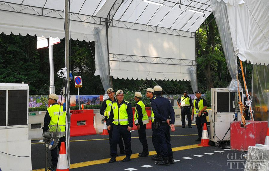 Singaporean police stand at a checkpoint set up outside the St. Regis Hotel on Sunday where DPRK leader Kim Jong-un is staying. (Photo: Yang Sheng/GT)