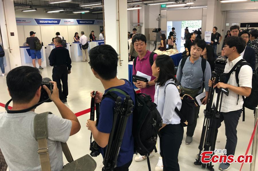 Reporters gather at the International Media Center for the DPRK-USA summit at F1 Pit Building in Singapore, June 10, 2018. (Photo: China News Service/Liu Zhen)