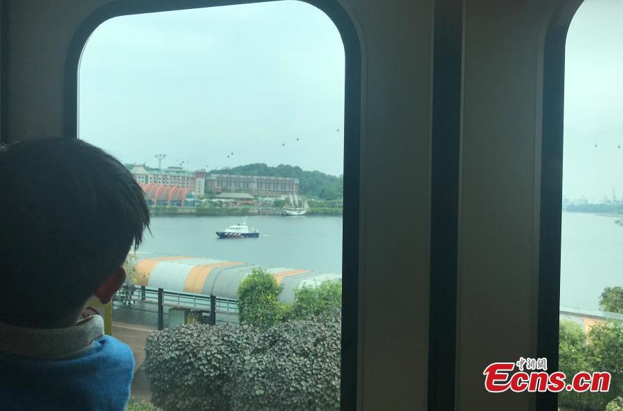 A view from the tram on Sentosa Island, Singapore, June 10, 2018. (Photo: China News Service/Meng Xiangjun)