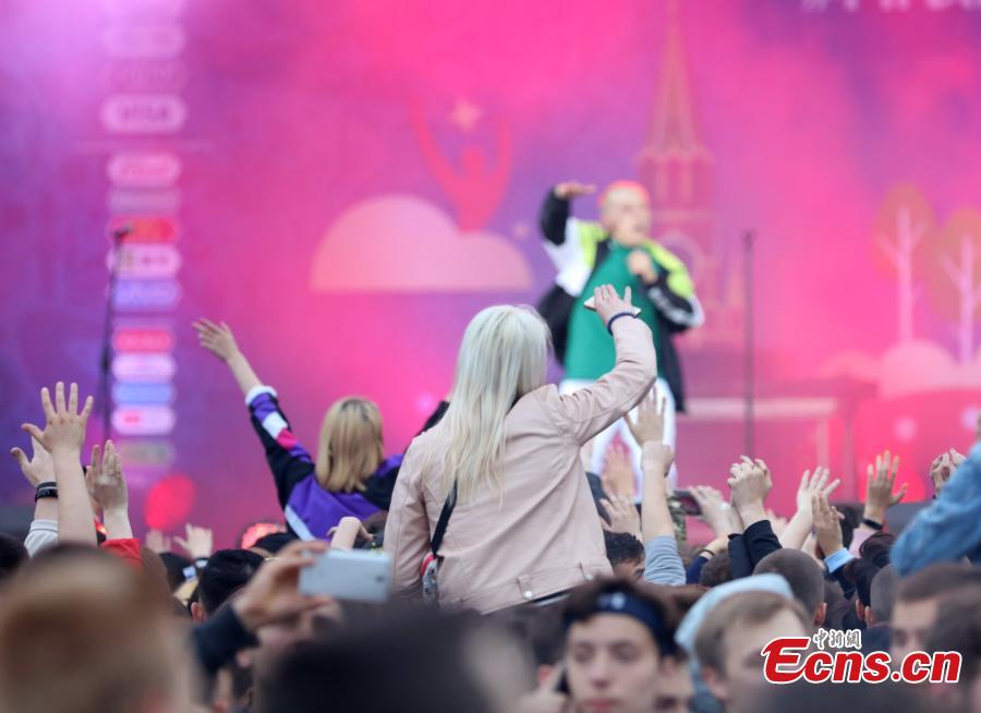 People attend the official opening ceremony of the FIFA Fan Fest in Moscow, Russia, on June 10, 2018, ahead of the Russia 2018 World Cup. A number of Russian celebrities performed at the festival opening concert. Russia will host its first World Cup from June 14 to July 15. (Photo: China News Service/Wang Xiujun)