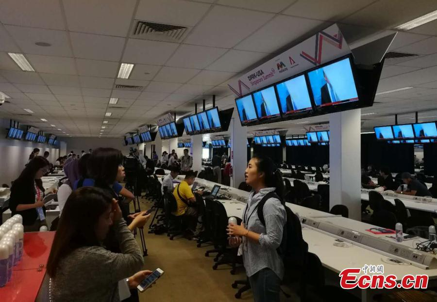 Reporters gather at the International Media Center for the DPRK-USA summit at F1 Pit Building in Singapore, June 10, 2018. (Photo: China News Service/Xu Fangqing)