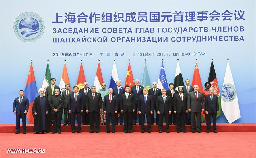Chinese President Xi Jinping (6th R, front) poses for a group photo with other leaders and guests ahead of the 18th Meeting of the Council of Heads of Member States of the Shanghai Cooperation Organization (SCO) in Qingdao, east China\'s Shandong Province, June 10, 2018. Xi chaired the meeting and delivered a speech. (Xinhua/Gao Jie)