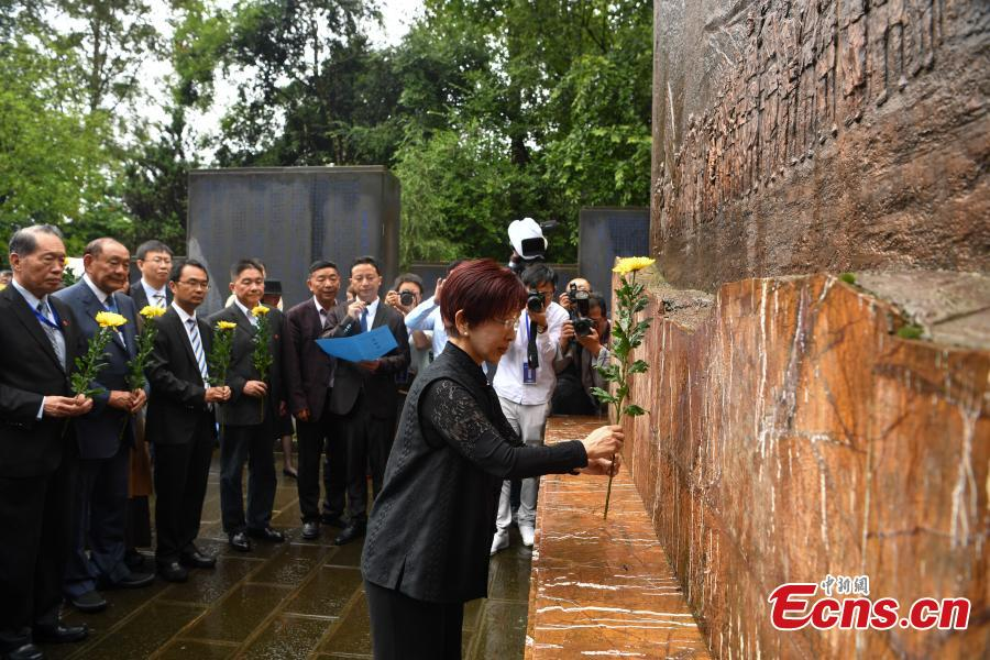 Hung Hsiu-chu, former chairwoman of Kuomintang in Taiwan, leads a delegation to pay homage to deceased soldiers of the Chinese Expeditionary Force who died while fighting the Japanese army in World War II in Myanmar, at a martyrs\' cemetery in Tengchong County, Southwest China\'s Yunnan Province, June 11, 2018. (Photo: China News Service/Liu Ranyang)