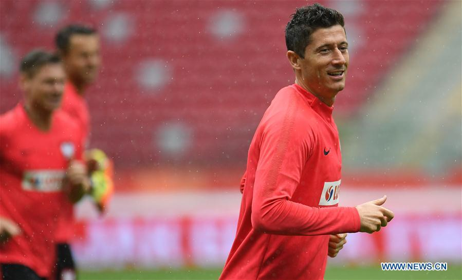 Poland\'s Robert Lewandowski attends a training session ahead of the 2018 Russia World Cup, in Warsaw, Poland, on June 11, 2018. (Xinhua/Maciej Gillert)