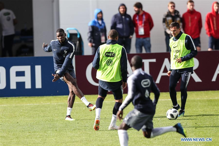 France\'s Paul Pogba (1st L) attends a training session ahead of the Russia 2018 World Cup in Moscow, Russia, June 11, 2018. (Xinhua/Wu Zhuang)