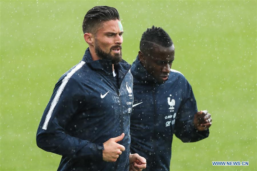 France\'s Olivier Giroud (L) attends a training session ahead of the Russia 2018 World Cup in Moscow, Russia, June 11, 2018. (Xinhua/Wu Zhuang)