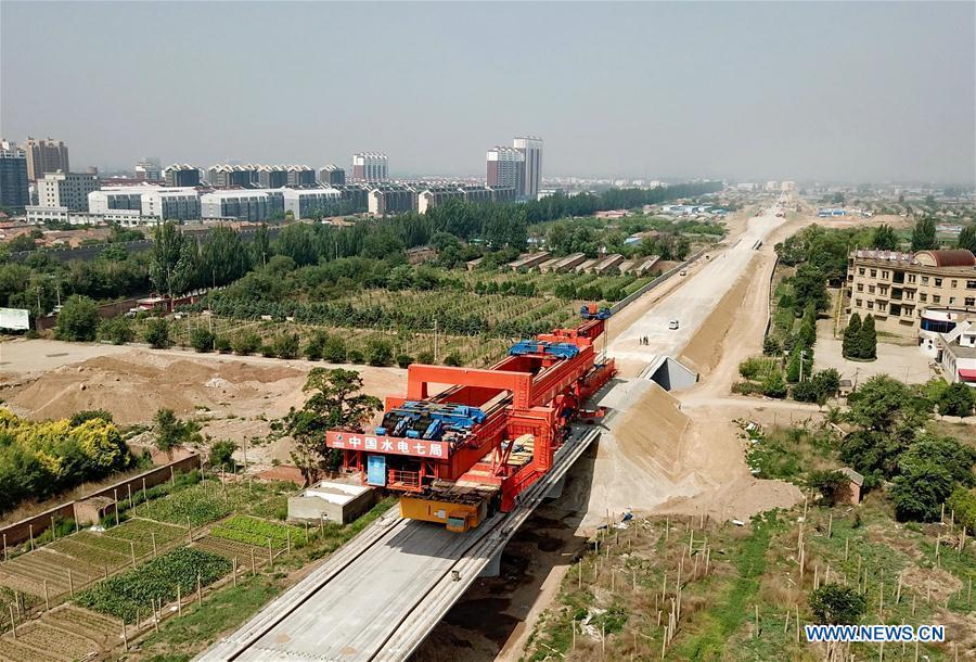 Workers work at a construction site of the Beijing-Zhangjiakou high-speed railway in Zhangjiakou, north China\'s Hebei Province, June 11, 2018. The railway, connecting China\'s capital Beijing and Zhangjiakou of north China\'s Hebei Province, is designed at a speed of 350 kilometers per hour and is expected to be put into use at the end of 2019. (Xinhua/Yang Shiyao)