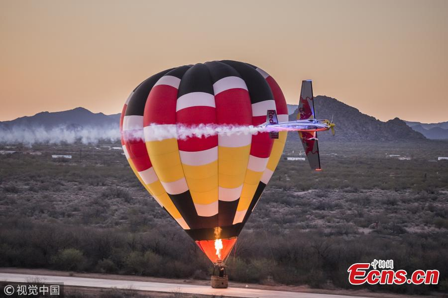 Kirby Chambliss of the United States flies during a hot air balloon race in Phoenix, Arizona, U.S., June 5, 2018, to celebrate National Hot Air Balloon Day. Kirby Chambliss is one of the best aerobatic pilots in the world ? a five-time winner of the US National Aerobatic Championship and a former Men's Freestyle World Champion. (Photo/VCG)