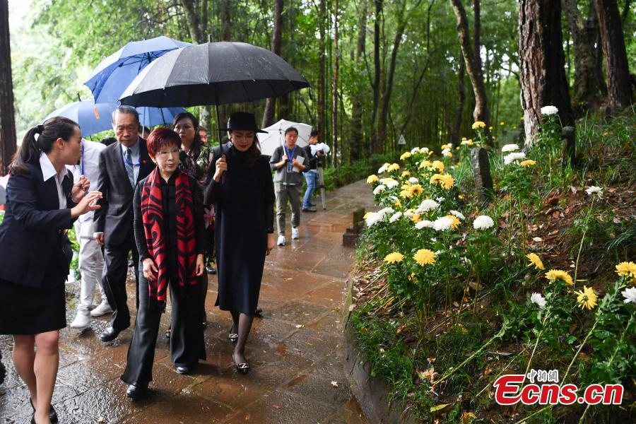 Hung Hsiu-chu (front, C), former chairwoman of Kuomintang in Taiwan, leads a delegation to pay homage to deceased soldiers of the Chinese Expeditionary