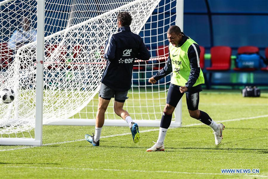 France\'s Kylian Mbappe (R) attends a training session ahead of the Russia 2018 World Cup in Moscow, Russia, June 11, 2018. (Xinhua/Wu Zhuang)