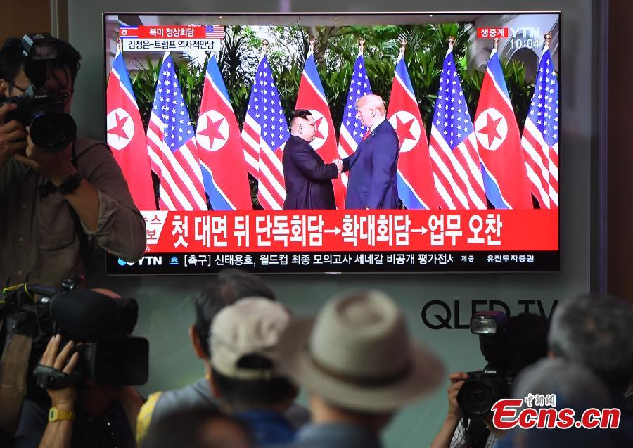 People watch a TV screen showing U.S. President Donald Trump meeting with the Democratic People\'s Republic of Korea (DPRK) leader Kim Jong Un in Singapore during a news program at the Seoul Railway Station in Seoul, South Korea, June 12, 2018. (Photo/Agencies)